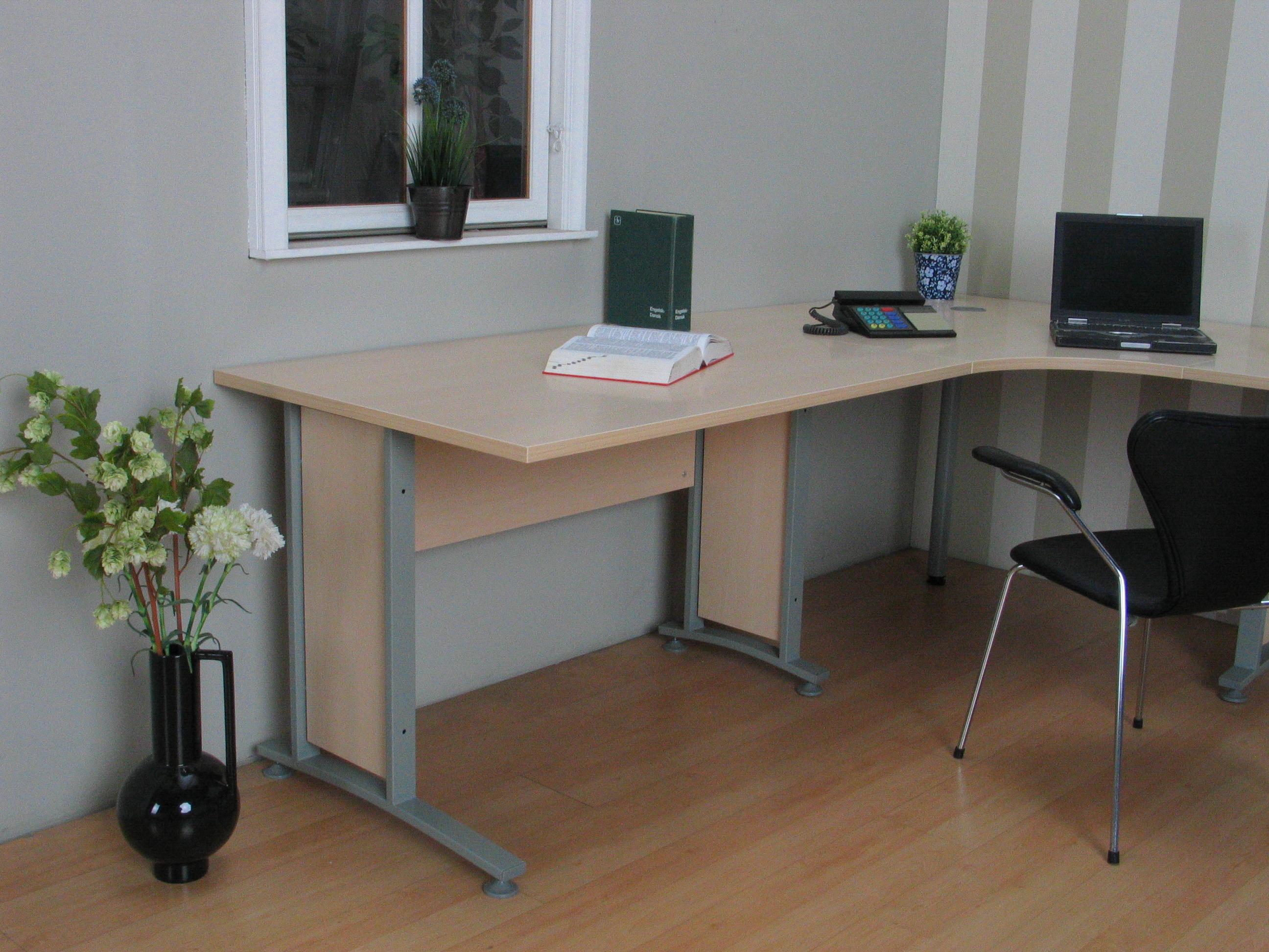Eckschreibtisch prima schreibtisch computertisch tisch for Eckschreibtisch ahorn